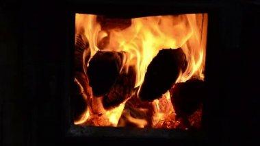 Closeup burn firewood wood flame rural stove furnace — Stock Video