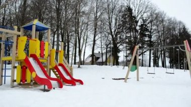 Panorama colorful beach children playground toys winter snow — Stock Video