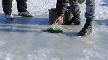 Man draw water ice hole pour bucket winter skate site — Stock Video