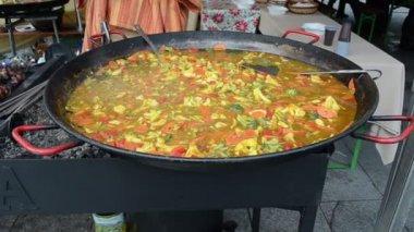 Healthy diet food vegetable stew huge pan outdoor street event — Stock Video