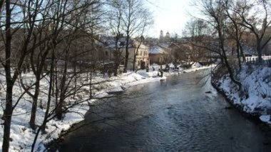 Cold winter day river Vilnele recreate beautiful sunny — Stock Video