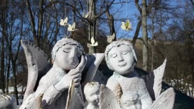 Simpatico crockery clay angels sold fair market bird figures — Stock Video