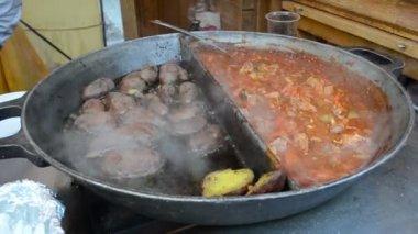 Potato meat vegetable stew bake huge pan outdoor restaurant — Stock Video