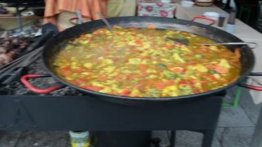 Healthy diet food vegetable stew huge pan and meat bake on fire — Stock Video