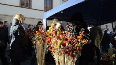 Marché de printemps de ville bonne coloré à la main décoration équitable — Vidéo