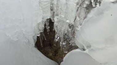 Cascade ice icicle mountain cave water drop melt winter — Stock video