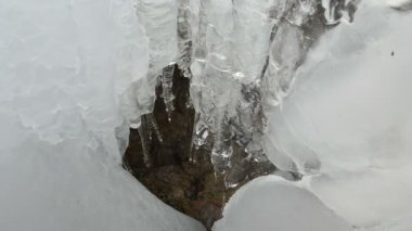 Cascade ice icicle mountain cave water drop melt winter — Stok video