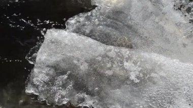 Invierno de flujo de corriente de hielo — Vídeo de Stock