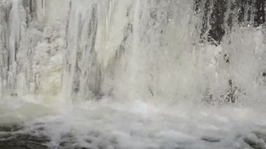 River waterfall water flow frozen ice bubble splash murmur — Vídeo Stock