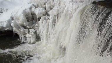Frozen winter river waterfall water closeup murmur sound — Stock Video