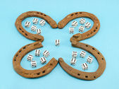 Clover retro horse shoes gamble dice six blue — Stockfoto