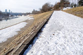 Frosted walking trail along river cold winter day — Stock Photo