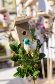 Foire de printemps de la figure du fait main oiseaux maison petit oiseau — Photo