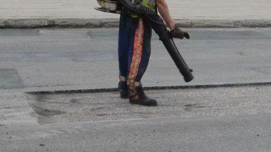 Street worker tool clean — Video Stock