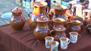 Handmade clay pots market — Stock Video