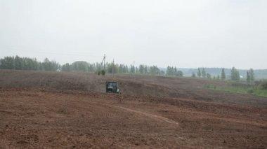 Cat tractor harrow field — Stock Video