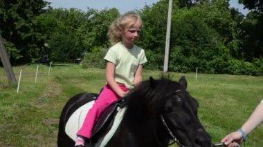 Horseback girl pony ride — Wideo stockowe