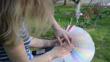 Man woman pick color — Stock Video