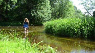 Girl creek holds dress — Stock Video