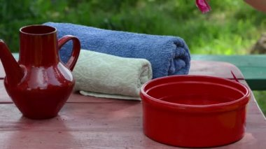 Bowl towel on table — Stock Video