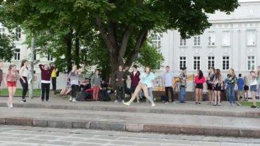 Moderna street dansare — Stockvideo