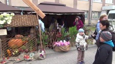 Fair kiosks crafts people — Stock Video