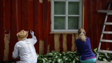 Man woman paint wall — Stock Video