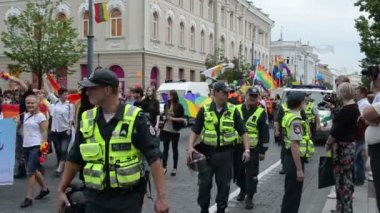 Police protect gay event — Stock Video