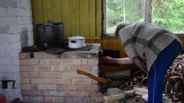 女高管木炉 — 图库视频影像