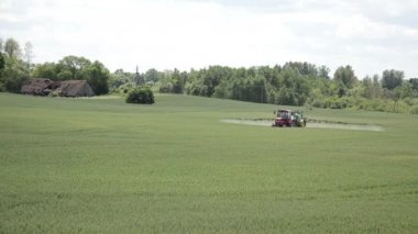 Machine fertilize field — Stock Video