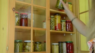 Girl pickled food shelf — ストックビデオ
