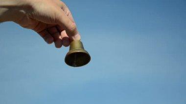Male female bell ring sky — Stock Video