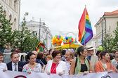 同性愛者のパレードの群集のメンバーの有名な政治人々 — ストック写真