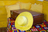 Close up of summer straw women hat on old suitcase — Stock Photo