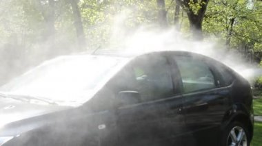 Closeup of car wash clean on sunlight with pressured water jet — Stock Video