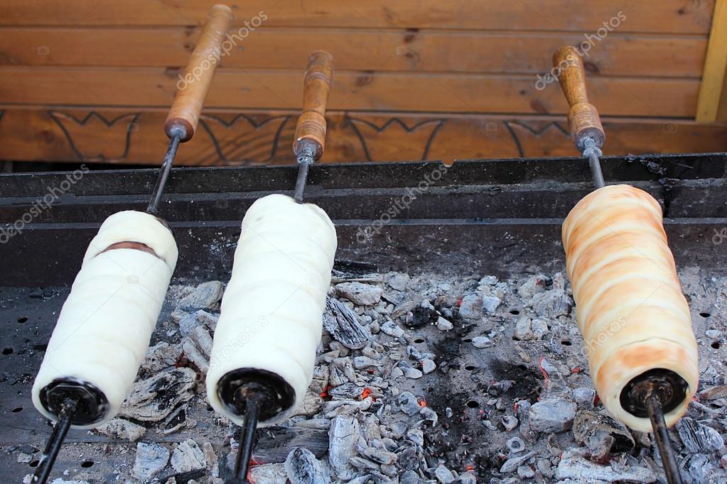 Kurtoskalacs une cuisine traditionnelle hongroise for Cuisine hongroise