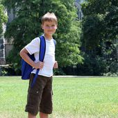 Happy young boy with backpack — Stock Photo