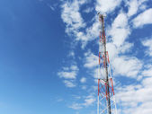Communication tower against blue sky — Foto Stock