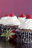 Chocolate Cupcakes Topped with Strawberries — Stock Photo