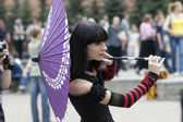 Cosplayer with japanise umbrella in Moscow — Stock Photo