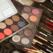 Makeup brushes and make-up eye shadows — Stok fotoğraf