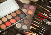 Makeup brushes and make-up eye shadows — Stock Photo