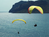 Paragliding in the blue sky — Stock Photo