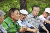Koreli adam bir hikaye anlatır. — Stok fotoğraf