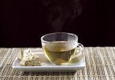 Tasse tee und biscotti. — Stockfoto