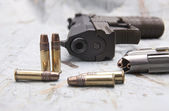 Bullets and a pistol. — Stock Photo