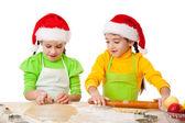 Duas garotas sorridentes com culinária de Natal — Fotografia Stock