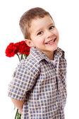χαμογελαστό αγόρι που κρύβει ένα μπουκέτο — Φωτογραφία Αρχείου