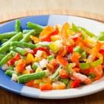 frysta grönsaker på tallriken — Stockfoto