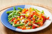 Bevroren groenten op de plaat — Stockfoto
